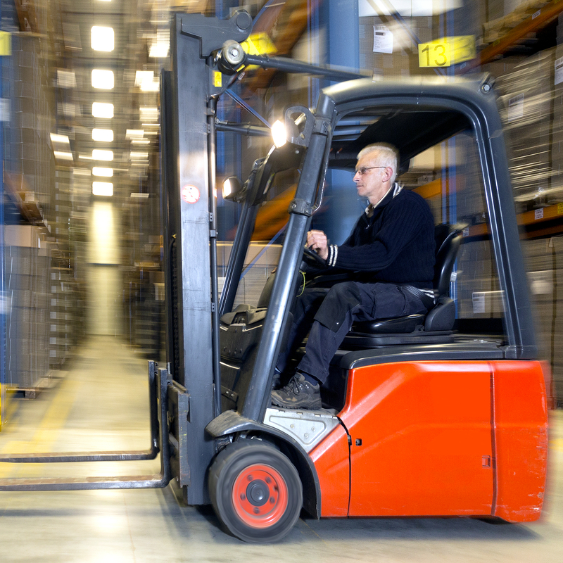 corso-di-abilitazione-alla-conduzione-di-carrelli-elevatori-semoventi-con-conducente-a-bordo-2021-12